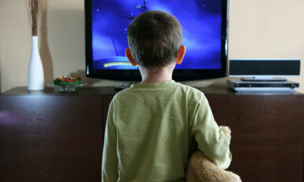 """Γιατί τα παιδιά λατρεύουν την Τηλεόραση? Τι κανόνες να βάλω για να """"ξεκολλήσει"""" ?"""